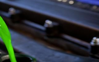 Меняем охлаждающую жидкость на Рено Логан своими руками: выбор антифриза видео